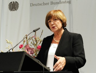 "Ulla Schmidt eröffnet Ausstellung ""Erfasst, verfolgt, vernichtet"""